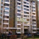 на изображении многоэтажный дом на улице драгоманова 17 в Киеве
